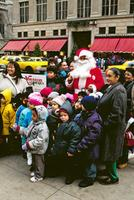 Santa Claus in der 5th Avenue Raigro/Timeline Images
