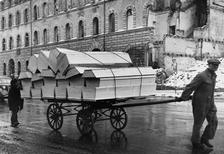 Sargtransport in München, 1945 Timeline Classics/Timeline Images