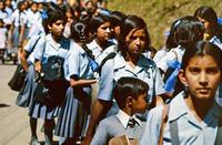 Schulkinder in Schuluniform in Indien, 1976 hwh089/Timeline Images