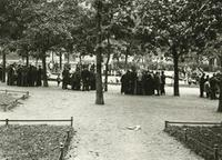 Skatspieler am Leopoldplatz in Berlin-Wedding, 1932 Timeline Classics/Timeline Images