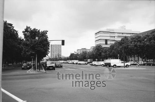 Strasse des 17. Juni West Berlin Winter/Timeline Images