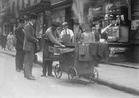 Strassenhaendler in New York ullstein bild - Pachot/Timeline Images