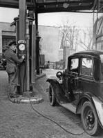 Tankstelle in Berlin,1937 Timeline Classics/Timeline Images