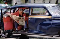 Taxifahrer liest Zeitung in Istanbul, 1986 Raigro/Timeline Images
