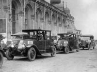Taxis in Moskau, 20er Jahre Timeline Classics/Timeline Images