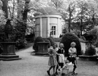 Tempelgarten in Neuruppin, 1935 Timeline Classics/Timeline Images