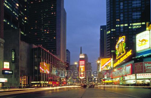 Times Square mit Neon-Reklame, 1992 Raigro/Timeline Images