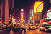 Times Square mit Neon-Reklame bei Nacht Raigro/Timeline Images