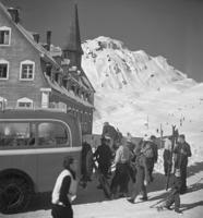 Touristen in St. Christoph am Arlberg, ca. 1935 Joachim Krack/Timeline Images