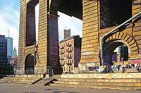 Unter der Manhattan Bridge in New York, 1992 Raigro/Timeline Images