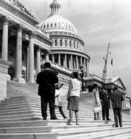 Vor dem Kapitol in Washington, 1962 Juergen/Timeline Images
