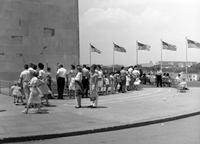 Vor dem Washington Monument, 1962 Juergen/Timeline Images