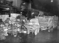 Warenlieferung am Covent Garden Market in London, 1938 Timeline Classics/Timeline Images