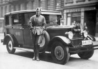 Weibliche Taxifahrerin, Berlin 1931 Timeline Classics/Timeline Images