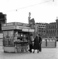 West-Zeitungskiosk am Potsdamer Platz in Berlin, 1953 Juergen/Timeline Images