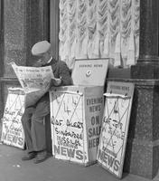 Zeitungsverkäufer in London, 1964 Juergen/Timeline Images